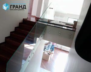Ограждение лестницы на точках